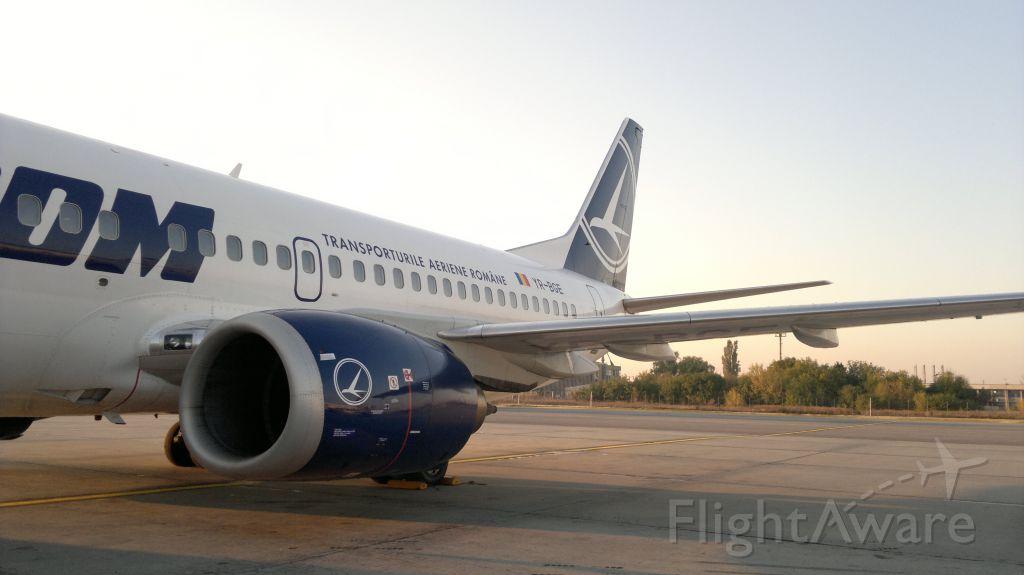 BOEING 737-300 (YR-BGE) - Before boarding at LROP (OTP).