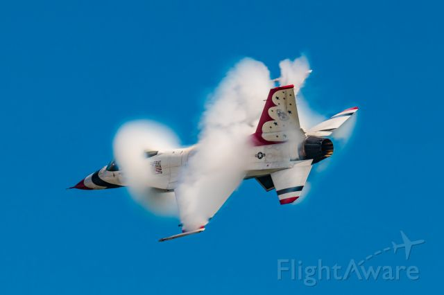 92-3888 — - Multiple vapes developing around U.S.A.F Thunderbird #5  during a hazy Atlantic City Air Show in 2019