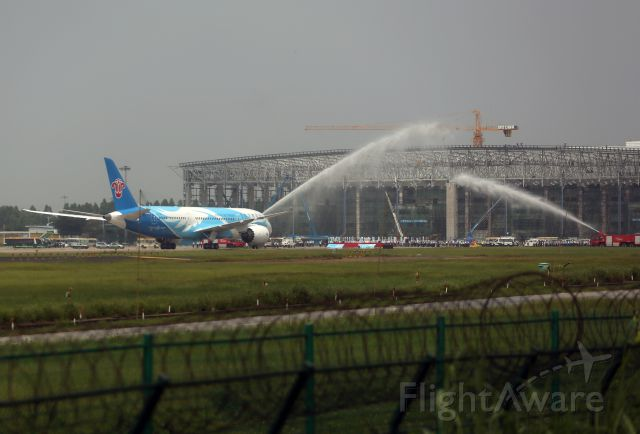 Boeing 787-8 (B-2725) - China first 787 to deliver to China Southern Airlines and welcome water gate in Guangzhou Baiyun International Airport