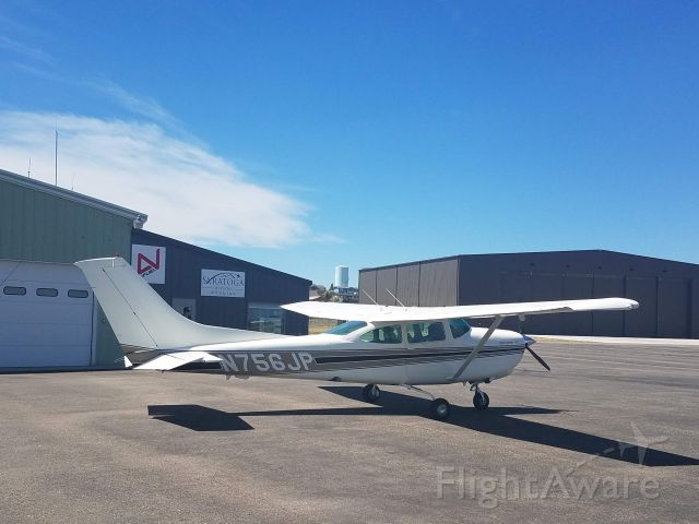 Cessna Skylane RG (N756JP) - At Saratoga Jet Center in Saratoga Wyoming