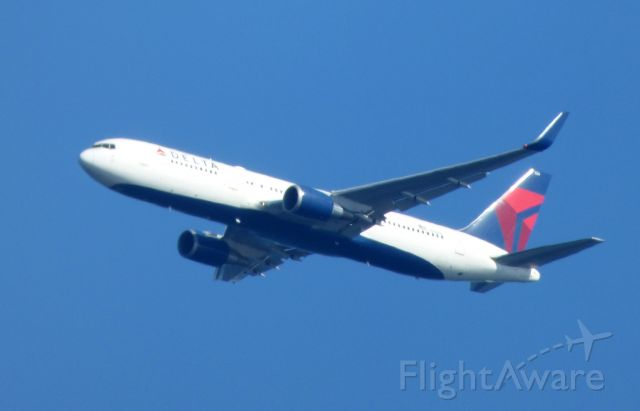 BOEING 767-300 (N156DL) - Shown here a few minutes from landing is a Delta Air Boeing 767 in the Summer of 2016.