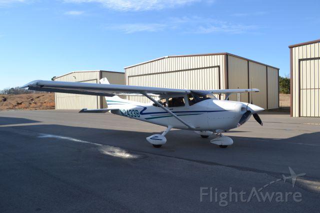 Cessna Skyhawk (N2433B)