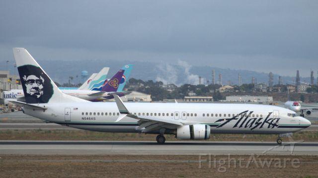 Boeing 737-700 (N546AS) - Alaska Split Schimitars newly installed lands at KLAX after a short hop from Sea-Tac.