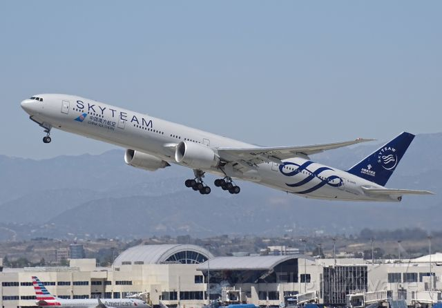 "BOEING 777-300 (B-2049) - Skyteam <a rel=""nofollow"" href=""http://flightaware.com/live/flight/B2049/history/20160417/1940Z/KLAX/ZGGG"">https://flightaware.com/live/flight/B2049/history/20160417/1940Z/KLAX/ZGGG</a>"