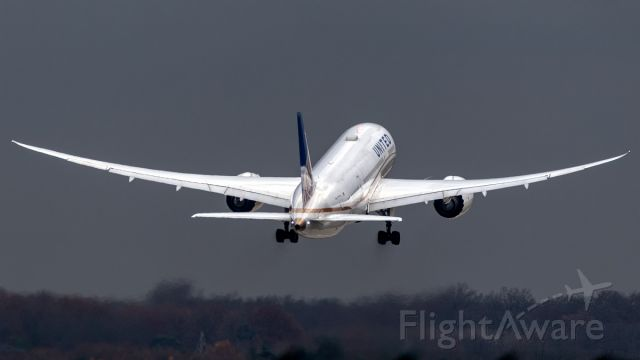 Boeing 787-8 (N28912) - N28912 taking off from RW18 at FRA.