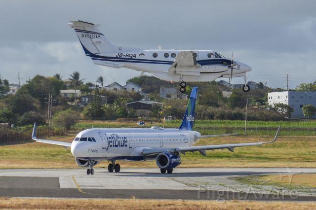 Beechcraft Super King Air 200 (J8-BQA)