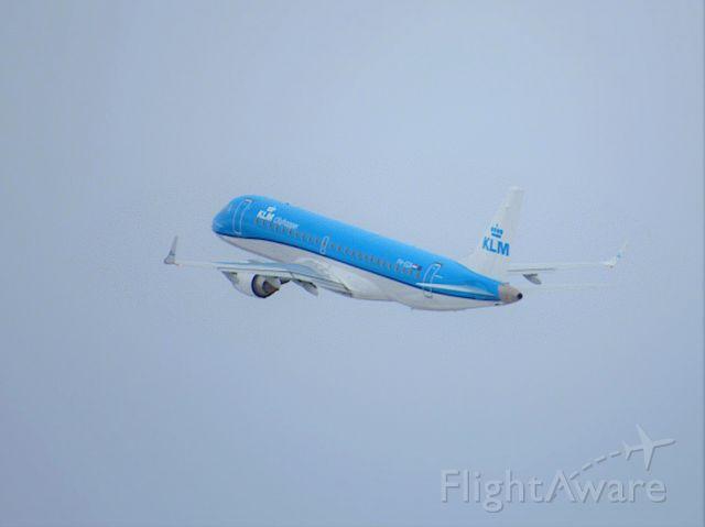 Embraer ERJ-190 (PH-EZA) - Flight from Amsterdam to Helsinki. Photo taken March 21 2021.