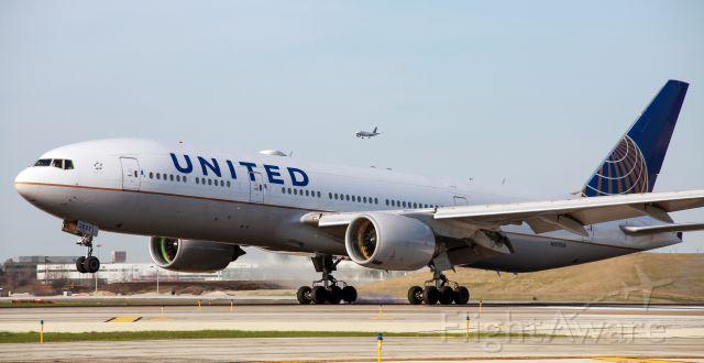 Boeing 777-200 (N277UA)