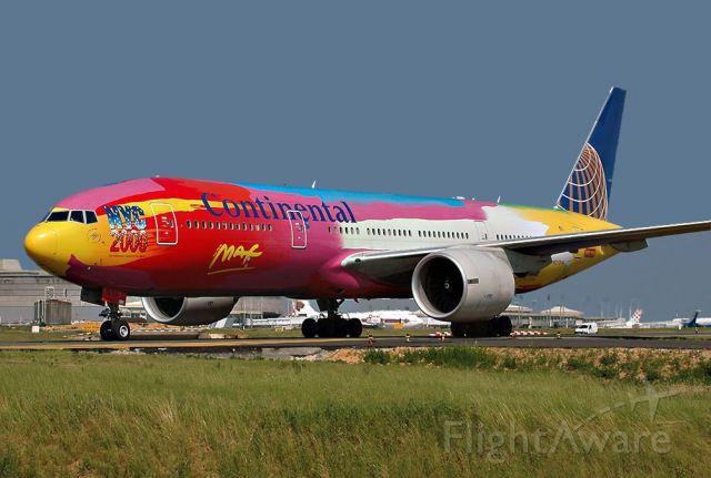 Boeing 777 (N77014)