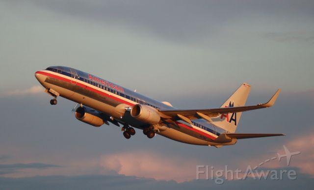 Boeing 737-800 (N921NN)