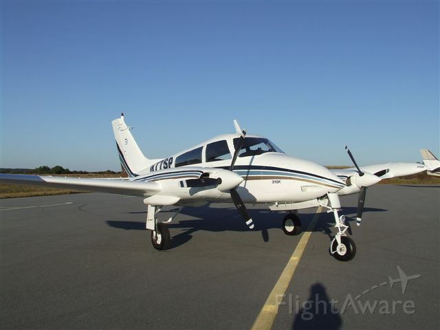 Cessna 310 (N77SP)