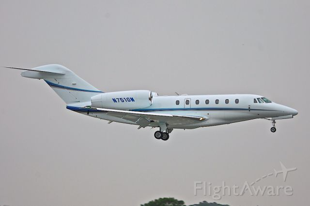 Cessna Citation X (N751GM) - ILS 25R.