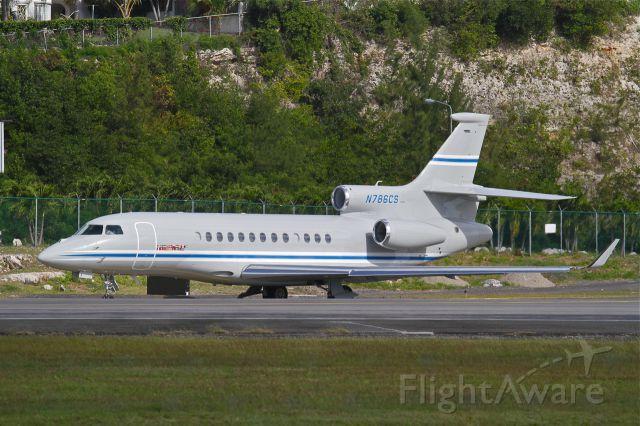 Dassault Falcon 7X (N786CS) - Smart Falcon 7X preparing to depart St Maarten - Dec 21, 2013