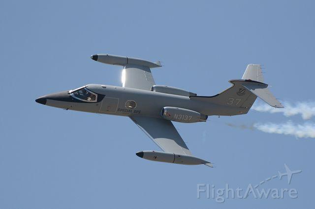 Learjet 24 (N3137)
