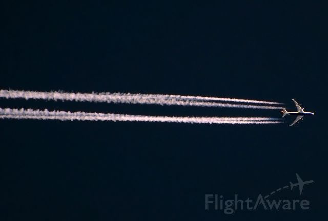 Boeing 747-400 — - United Airlines 747-400 overhead at IAH