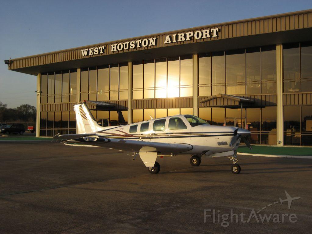 Beechcraft Bonanza (36) (N552CM)