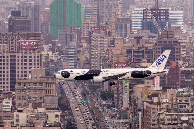 BOEING 767-300 (JA606A)