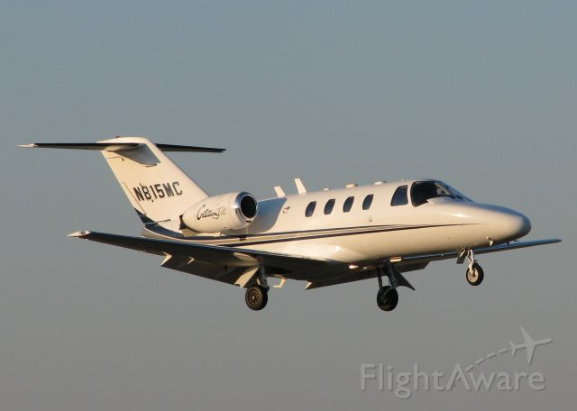 Cessna Citation CJ1 (N815MC) - Landing on runway 14 at the Downtown Shreveport airport.