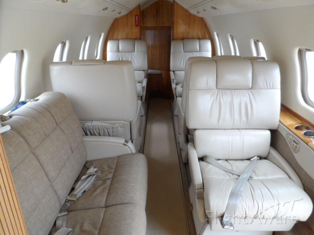 Learjet 60 (N808WG)