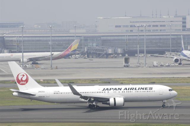BOEING 767-300 (JA620J) - Landing at Tokyo-Haneda Intl Airport Rwy34L on 2016.05/29