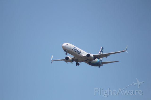 Boeing 737-900 (N278AK) - APROCH 27 KSAN