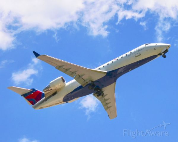 Canadair Regional Jet CRJ-200 (N980EV) - Gear up!