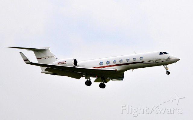 Gulfstream Aerospace Gulfstream V (N110ED) - Landing on 19R on 07102011