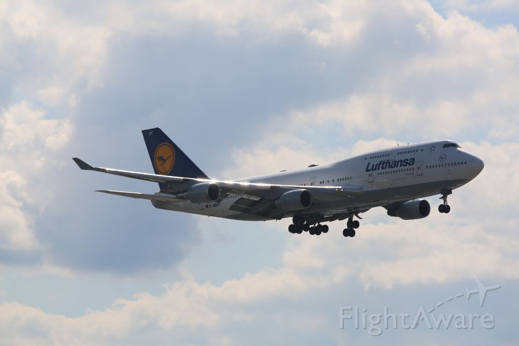 Boeing 747-400 (D-ABVT) - Landing runway 04L at KEWR, 8/17/14