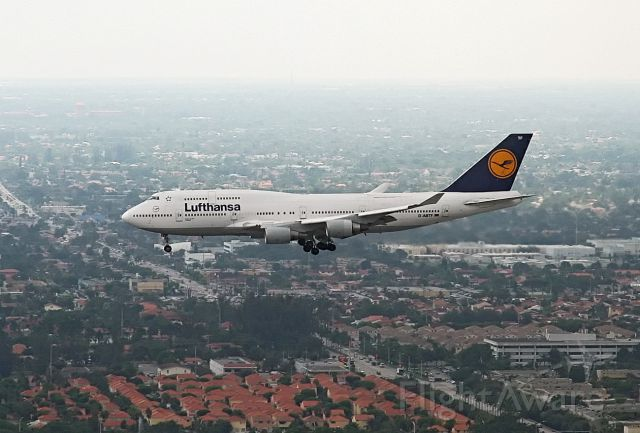 Boeing 747-400 — - Aerial view of Luftansa on final into Miami International. Gear Down.