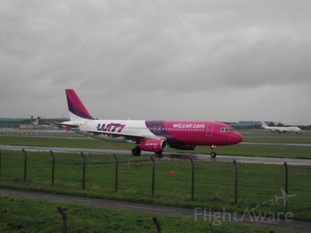 Airbus A320 (HA-LPT) - Taxiing to 31
