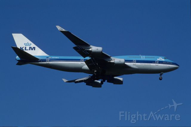 Boeing 747-400 (PH-BFA) - Final Approach to Narita Intl Airport Rwy34 on 1991/05/04