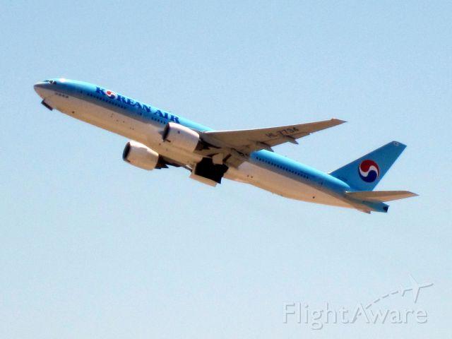 Boeing 777-200 (HL7734)