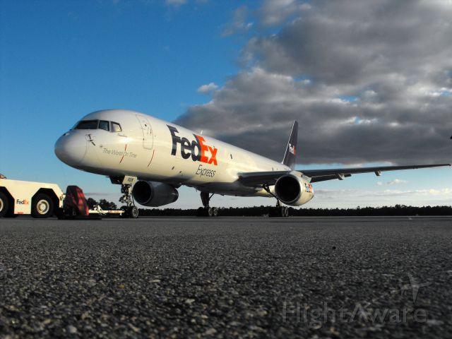 Boeing 757-200 (N928FD) - Annsley on the FedEx cargo ramp