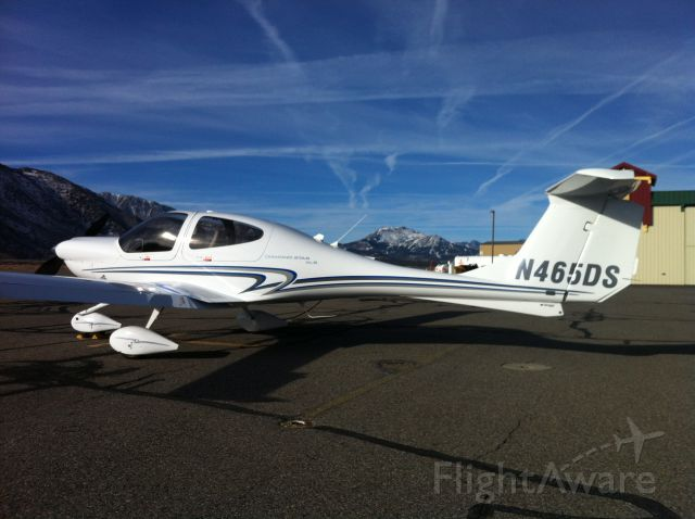 Diamond Star (N465DS) - N465DS with Mammoth Mountain in the background