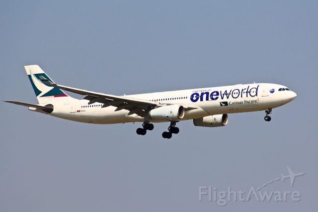 Airbus A330-300 (B-HLU)