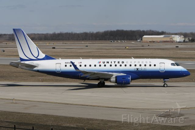 Embraer 175 (N858RW) - March 27, 2011 - leaving Detroit