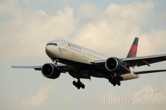 BOEING 777-200LR (N701DN)