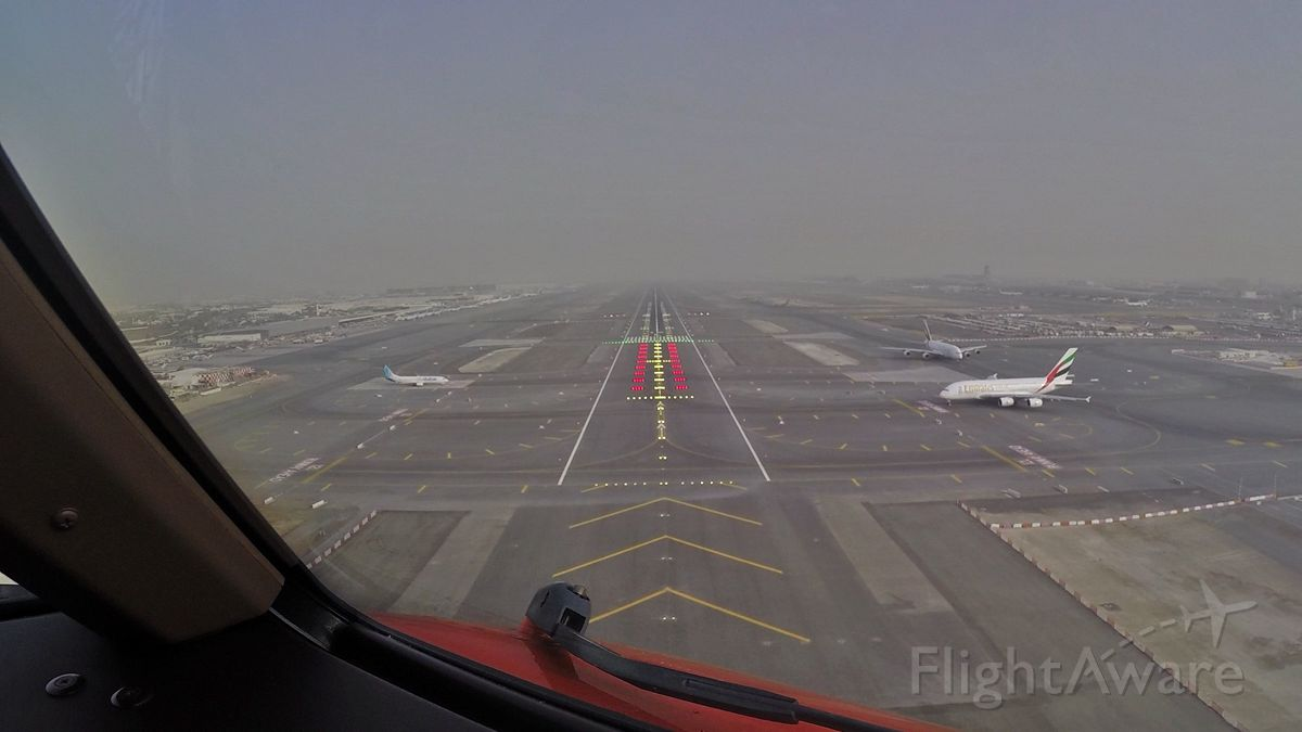 Boeing 777-200 (OO-THA) - On very short final at Dubai International! (Upcoming new film on the TNT Airways 777 Freigher to Dubal & Hong Kong)