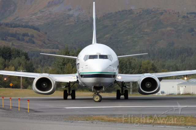BOEING 737-400 (N708AS) - Head on with a Alaska Airlines 737-400
