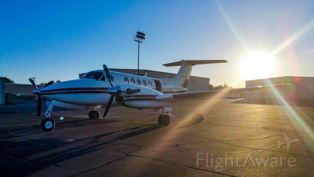 Beechcraft Super King Air 200 (N500CR)