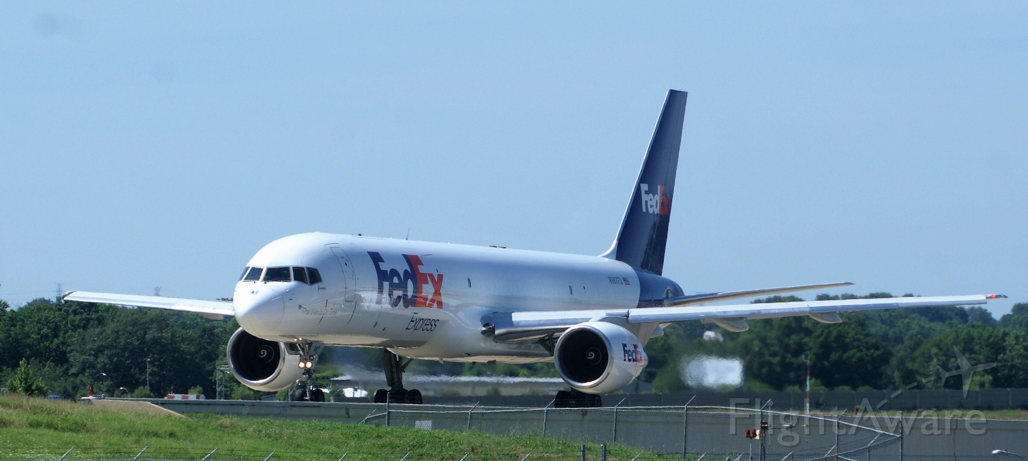 Boeing 757-200 (N987FD)