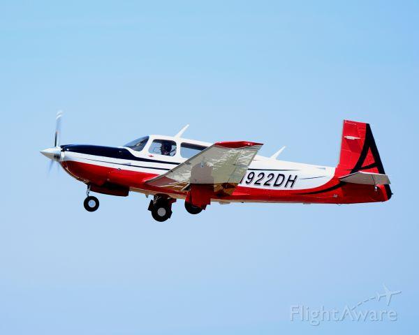 Mooney M-20 Turbo (N922DH) - Departing Runway 26