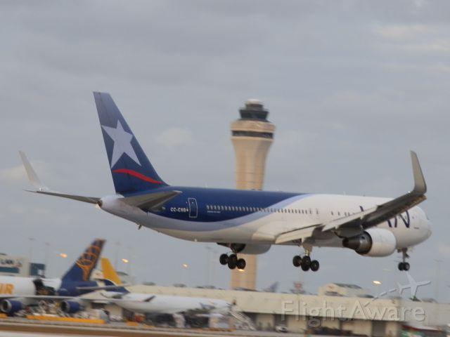 BOEING 767-300 (CC-CXG)