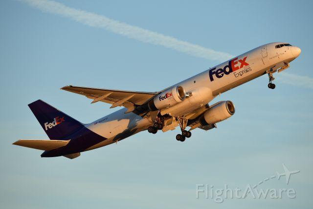 Boeing 757-200 (N934FD)