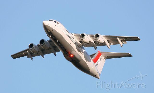 Embraer 170/175 (EI-RJF) - Décollage d'un BAe 146 - Avro RJ85 de la compagnie CityJet de la piste 08L/26R de l'aéroport  Roissy Charles De Gaulle