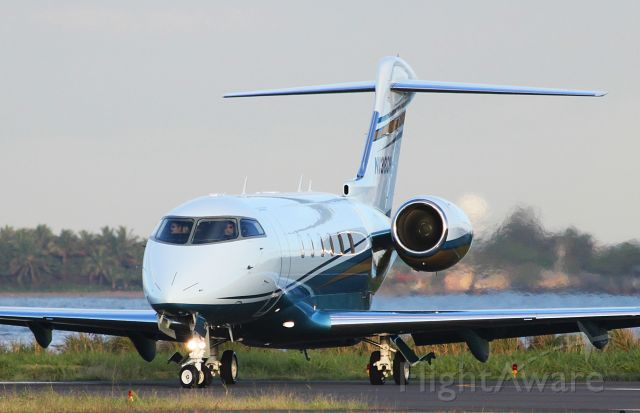 Bombardier Challenger 300 (N138CH)