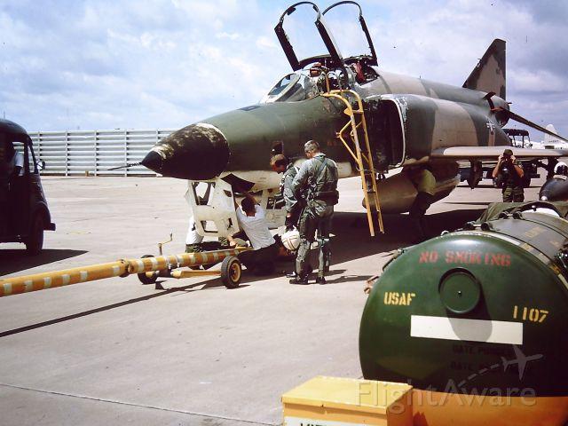 — — - TAN SON NHUT AIR BASE, SAIGON, VIETNAM 1966  Photo guys recovering an RF-4C after a mission