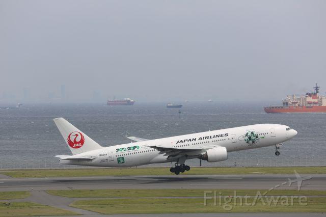 Boeing 777-200 (JA8984)
