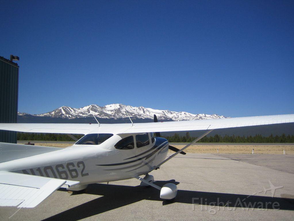 Cessna Skylane (N10662)
