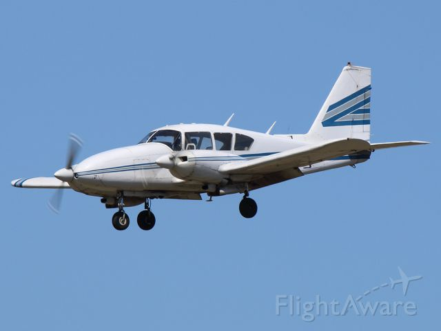 Piper Apache (N6943Y)